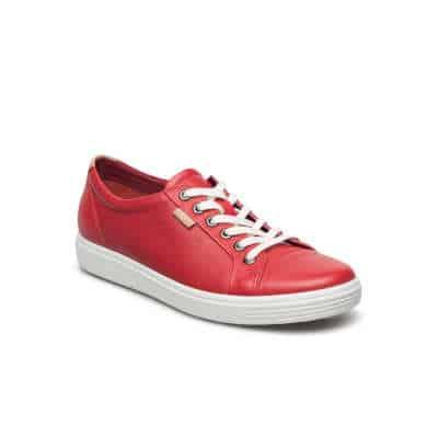køb et par smarte sneakers i julegave til den unge dame
