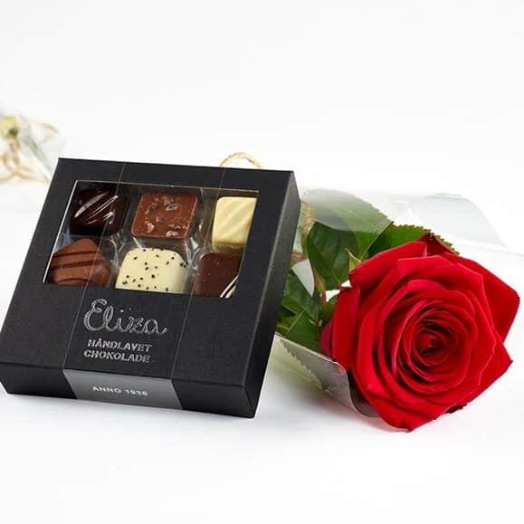 En smuk rose og chokolade